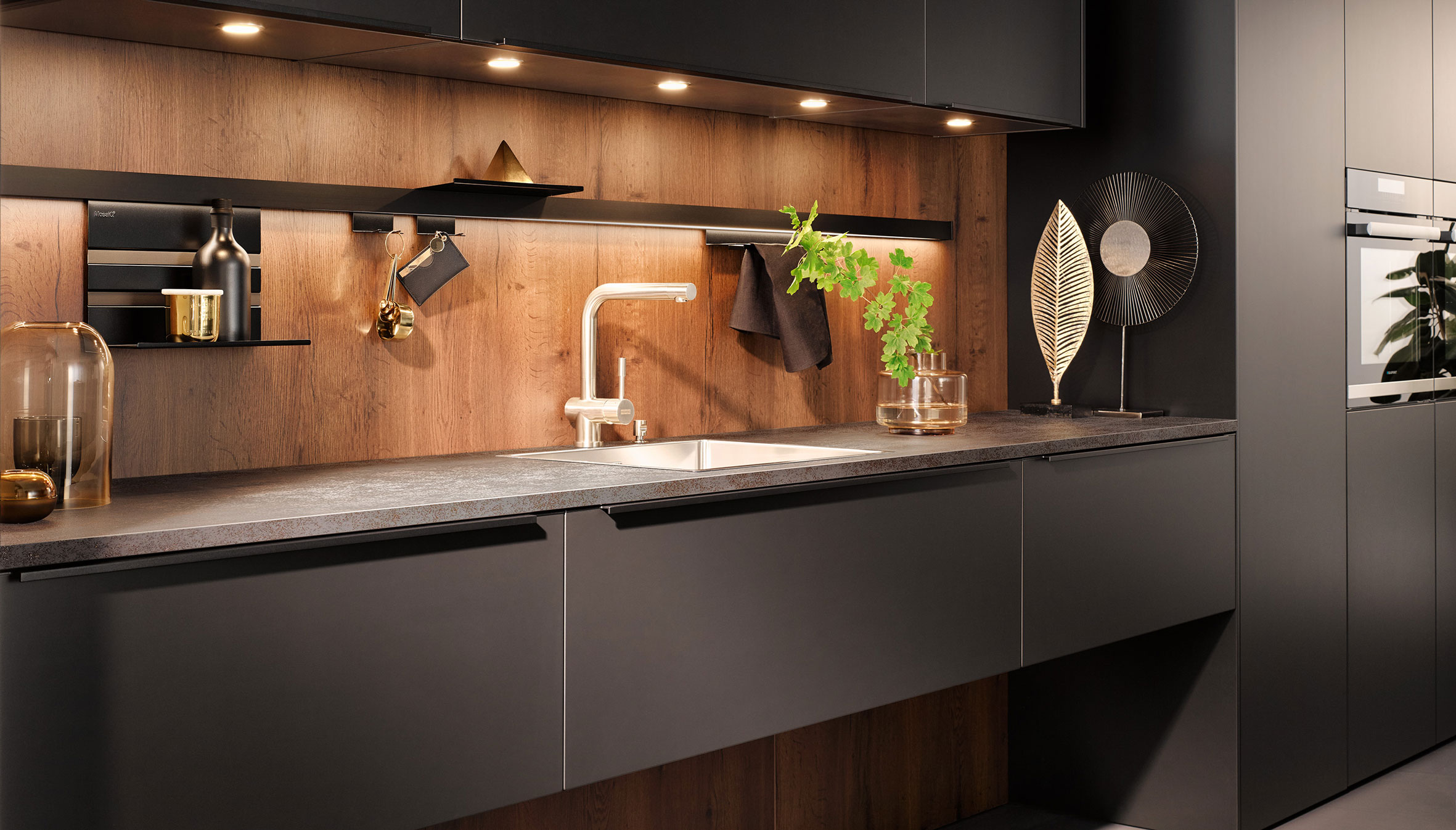 Houten achterwand | Keukenwanden | Satink Keukens
