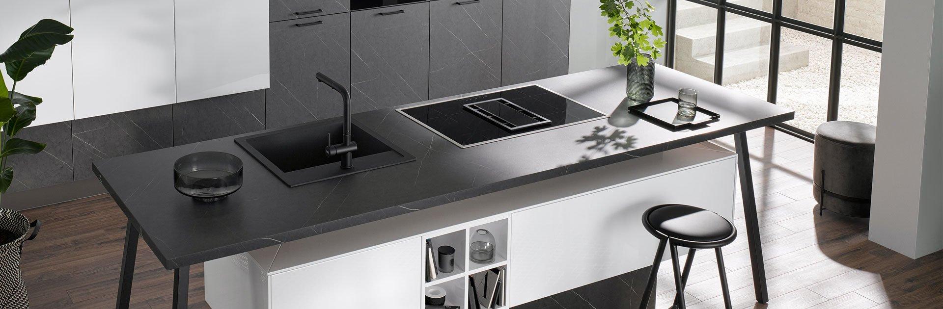 Minimalistische keuken zwart wit   Satink Keukens
