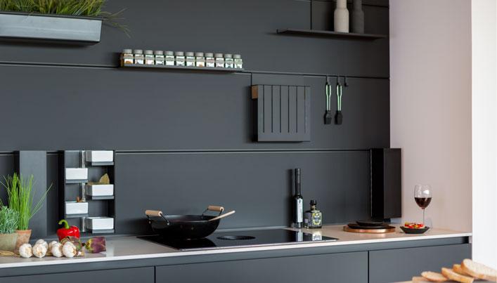 Zwarte keuken met slimme opbergruimte | Satink Keukens